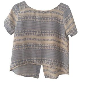 Laila&savannah Tops - NWOT LAILA&SAVANNAH SILK OPEN BACK TOP SMALL